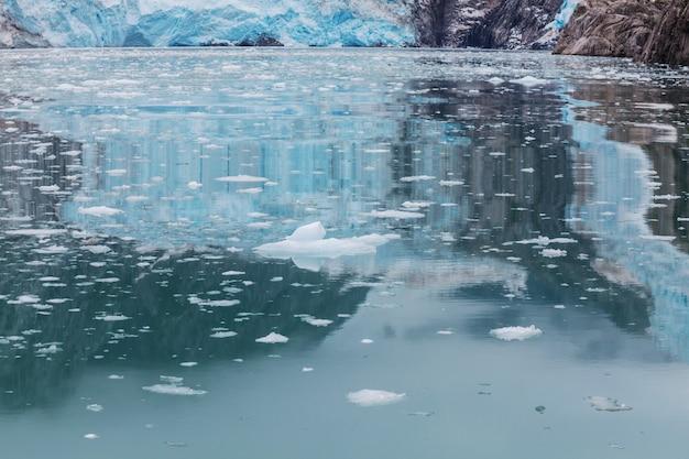 Athabasca-gletsjer columbia icefields, canada. ongewone natuurlijke landschappen.