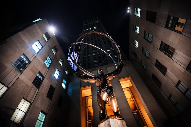 Atlas standbeeld op rockefeller center Premium Foto