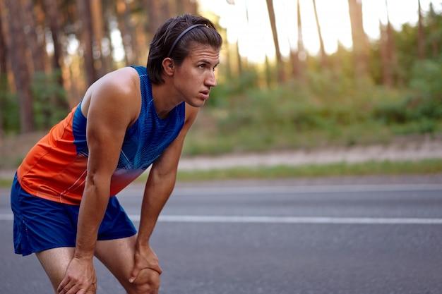 Atleet man buiten
