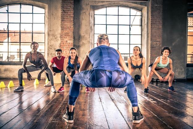 Atleten trainen in een sportschool