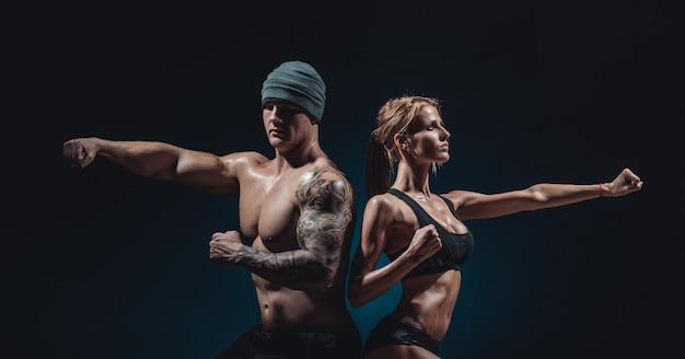 Atletische man en vrouw