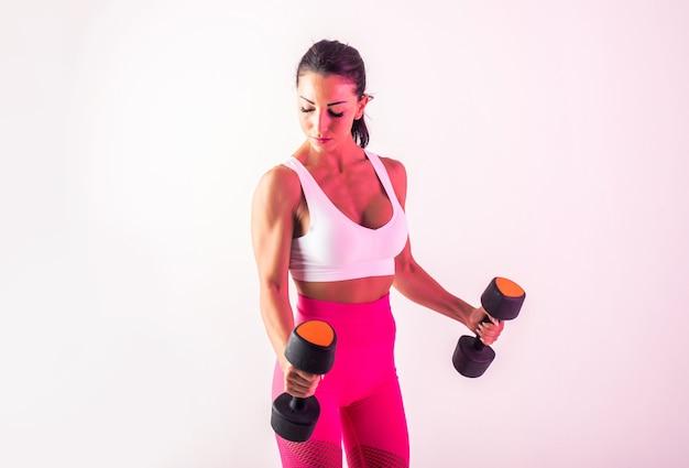 Atletische vrouw met fitness sportkleding traning