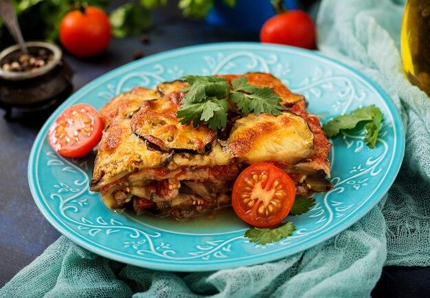 Aubergine parmigiano (aubergineschotel) - een traditioneel italiaans gerecht