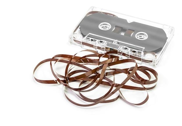 Audio cassette tape geïsoleerd op wit