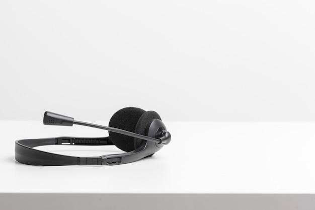 Audio-headset op de tafel