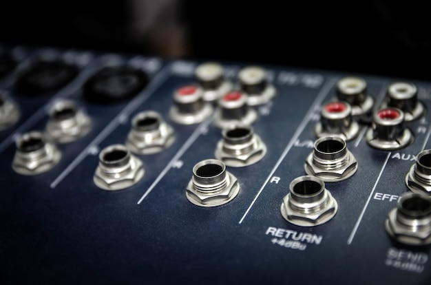 Audio mixer console en professionele sound mixing.