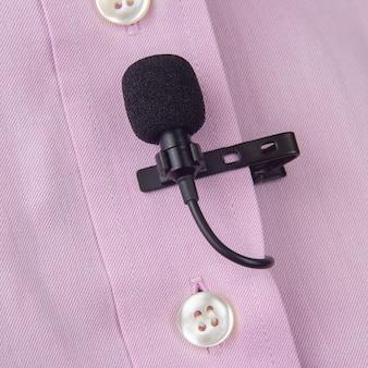 Audio-opname van het geluid van de stem op een condensatormicrofoon