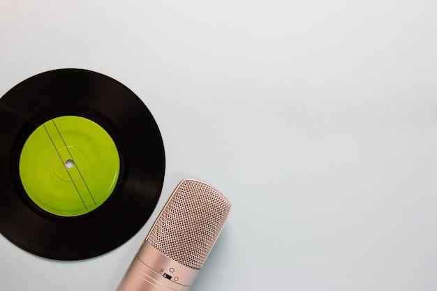 Audiocassettes en microfoon met exemplaarruimte