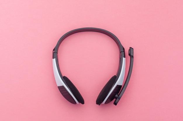 Audiohoofdtelefoon op kleurenachtergrond