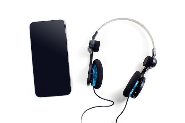Audiospeler met geïsoleerde hoofdtelefoons