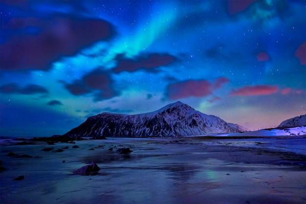 Aurora borealis noorderlicht. lofoten eilanden, noorwegen