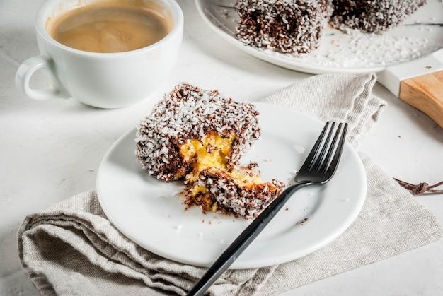 Australisch eten. traditioneel dessert lamington