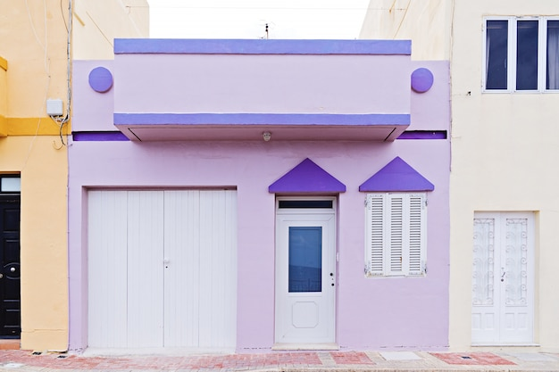 Authentiek typisch zomer buitenwijk huis in malta