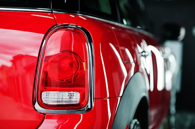 Auto detail nieuw led-achterlicht achterremlicht in rode auto
