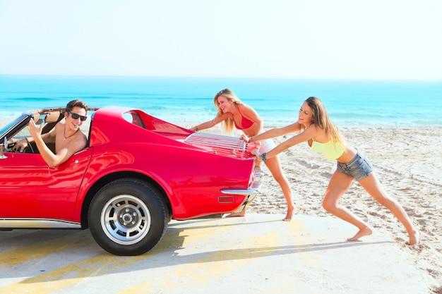 Auto duwen teen meisjes humor grappige kerel rijden