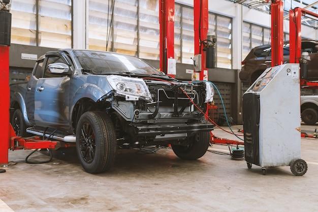 Auto in auto reparatie servicecentrum