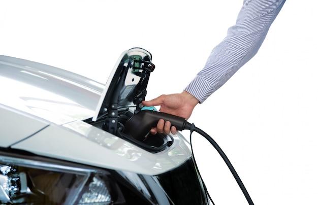 Auto in de hand houden elektrische auto voor kracht