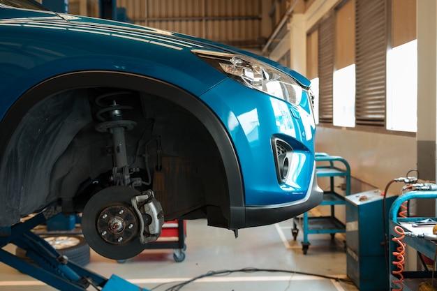 Auto in reparatie- en servicecentrum