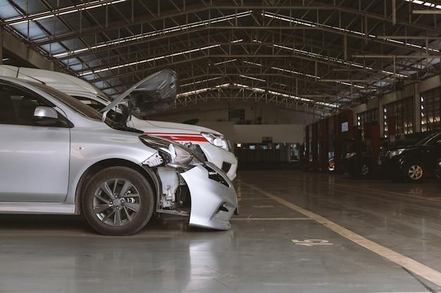 Auto in reparatie station en carrosseriebedrijf