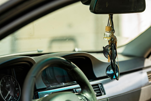 Auto-interieur dashboard detail in een close-up shot
