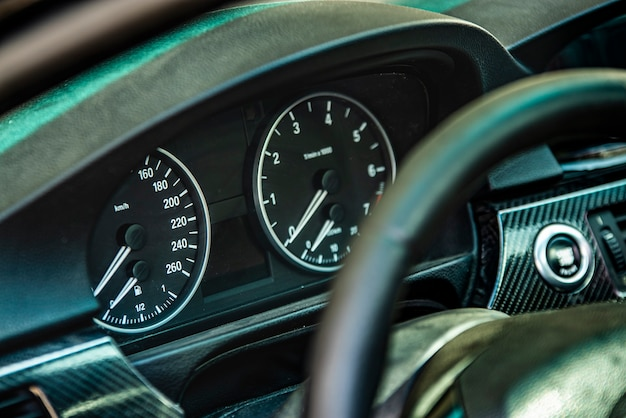 Auto kilometerteller detail met selectieve focus shot
