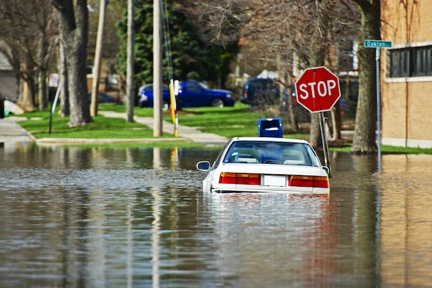 Auto onder water