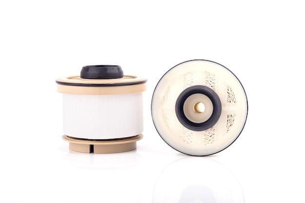 Auto-onderdelen accessoires: olie, brandstof of luchtfilter voor motor auto geïsoleerd op een witte achtergrond. Premium Foto