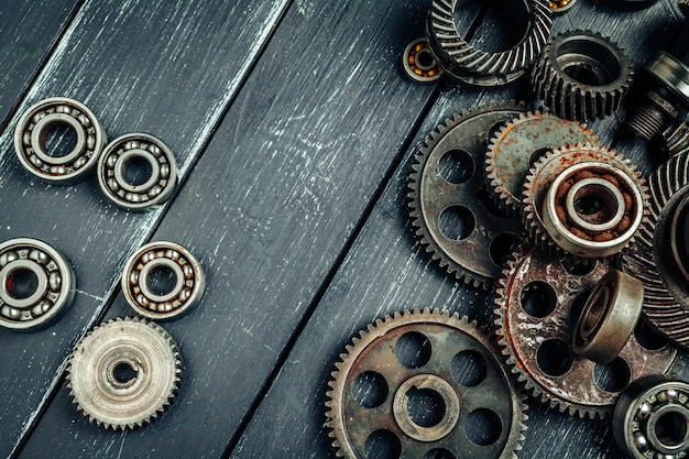 Auto-onderdelen tandwielen en lagers op hout