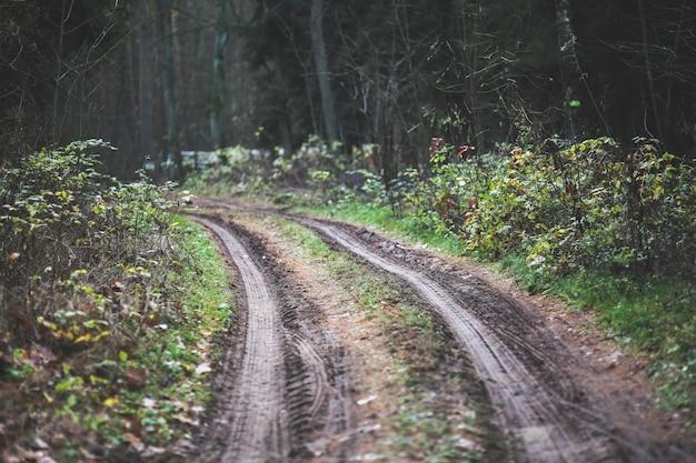Auto onverharde weg