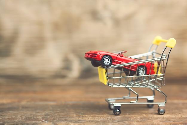 Auto op winkelwagen