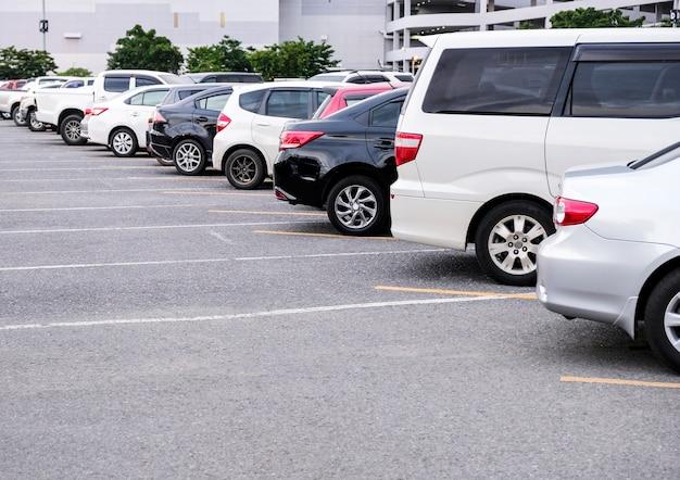 Auto parkeren in de stad