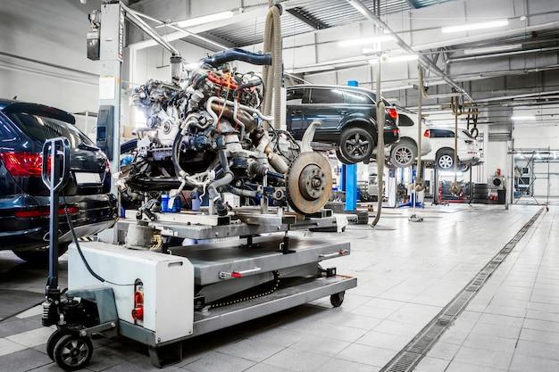 Auto's in een dealer reparatie station