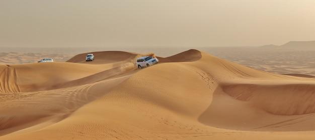 Auto's in een woestijn