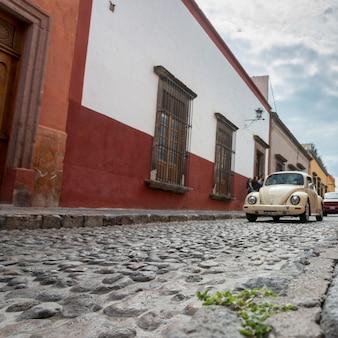 Auto's op straat, san miguel de allende, guanajuato, mexico