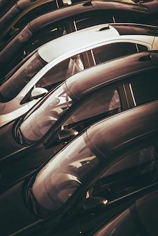 Auto's te koop dealer lot
