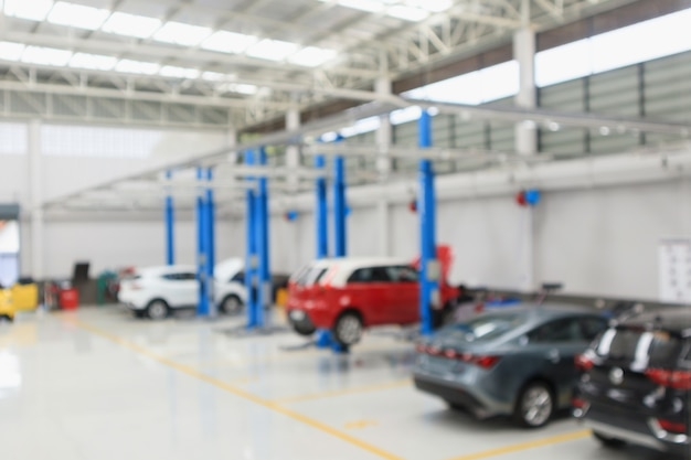 Auto servicecentrum met auto bij reparatie station bokeh licht intreepupil onscherpe achtergrond