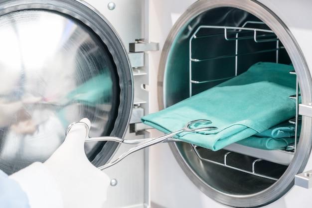 Autoclaaf sterilisatiemachine voor het reinigen van tandheelkundige hulpmiddelen. cless b / hoge kwaliteit.