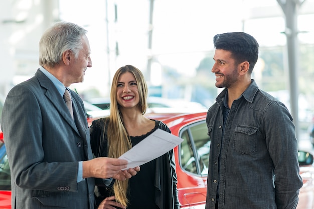 Autohandelaar nieuw autoconcept