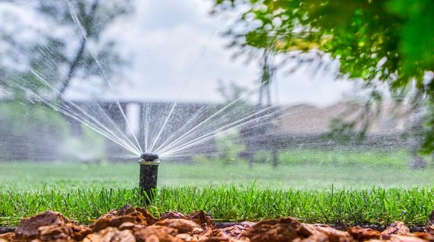 Automatisch irrigatiesysteem, irrigeer het gazon op tijd.