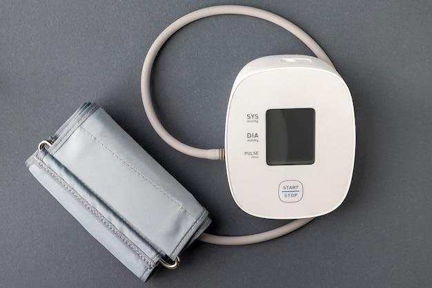 Automatische bloeddrukmeter. medische elektronische tonometer