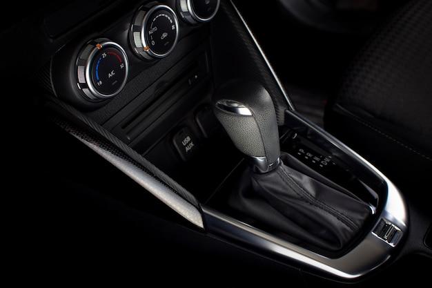 Automatische versnellingspook van automatische transmissie in een auto