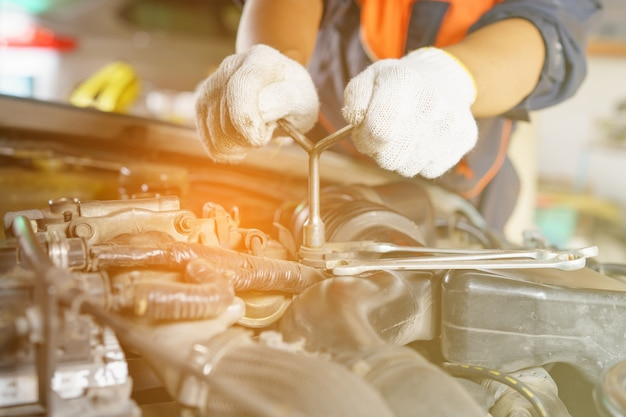 Automonteur voorbereiding voor het werk.