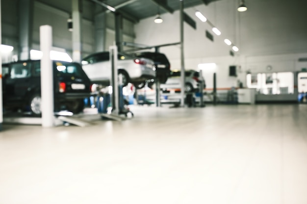 Autoreparatieservice in defocus, industriële achtergrond.
