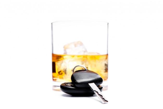 Autosleutel voor een glas whisky