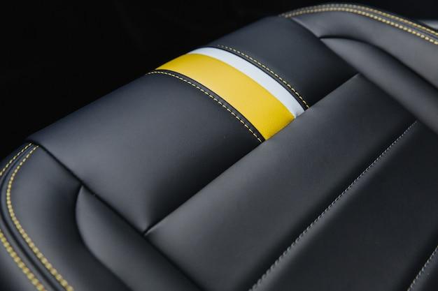 Autostoel in zwart.