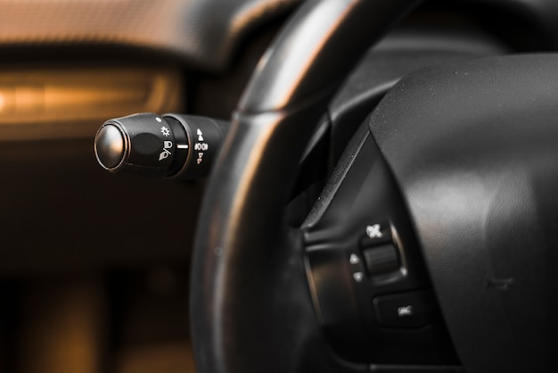 Autostuurwiel en lichtschakelaarpeddel
