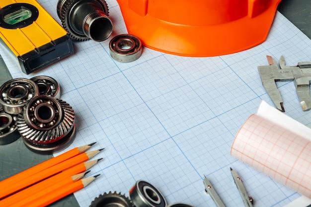 Autotechniek tools bovenaanzicht op ruitjespapier