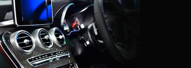 Autoventilatiesysteem en airconditioning - details en bedieningselementen van moderne auto, kopie ruimte