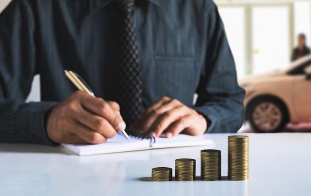 Autoverzekering en autoservice. boekhouding en financieel concept.