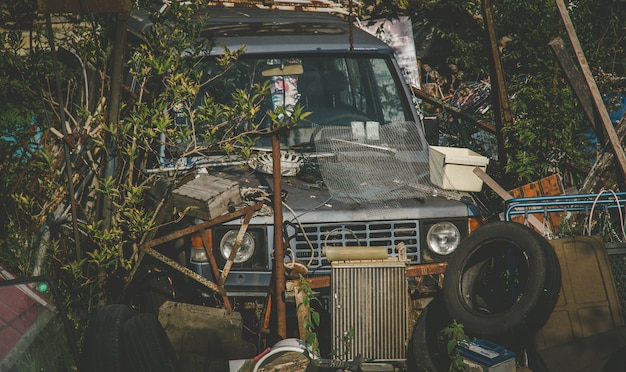 Autowrak oud vuilnis